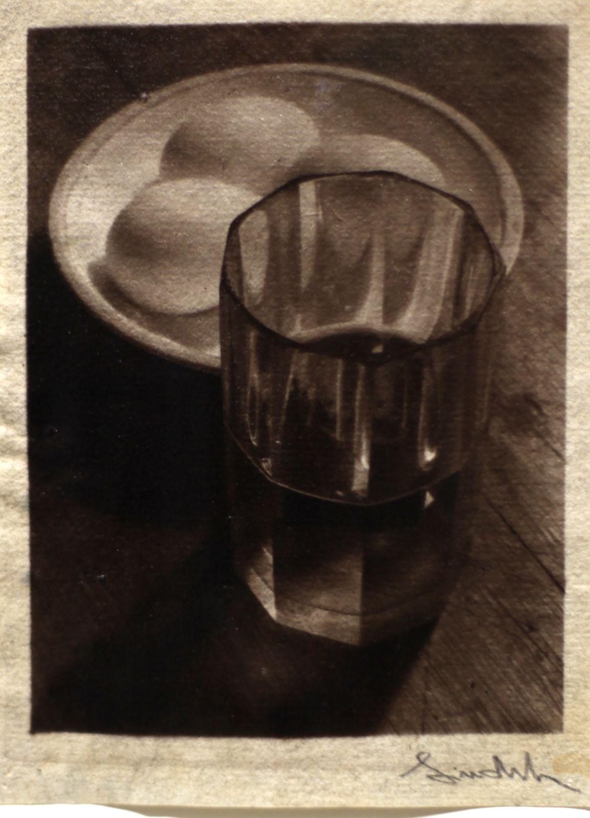 """""""Nature Morte aux oeufs et au verre"""", 1950-1954 de Josef SUDEK - Courtesy Jeu de Paume © Photo Eric Simon"""