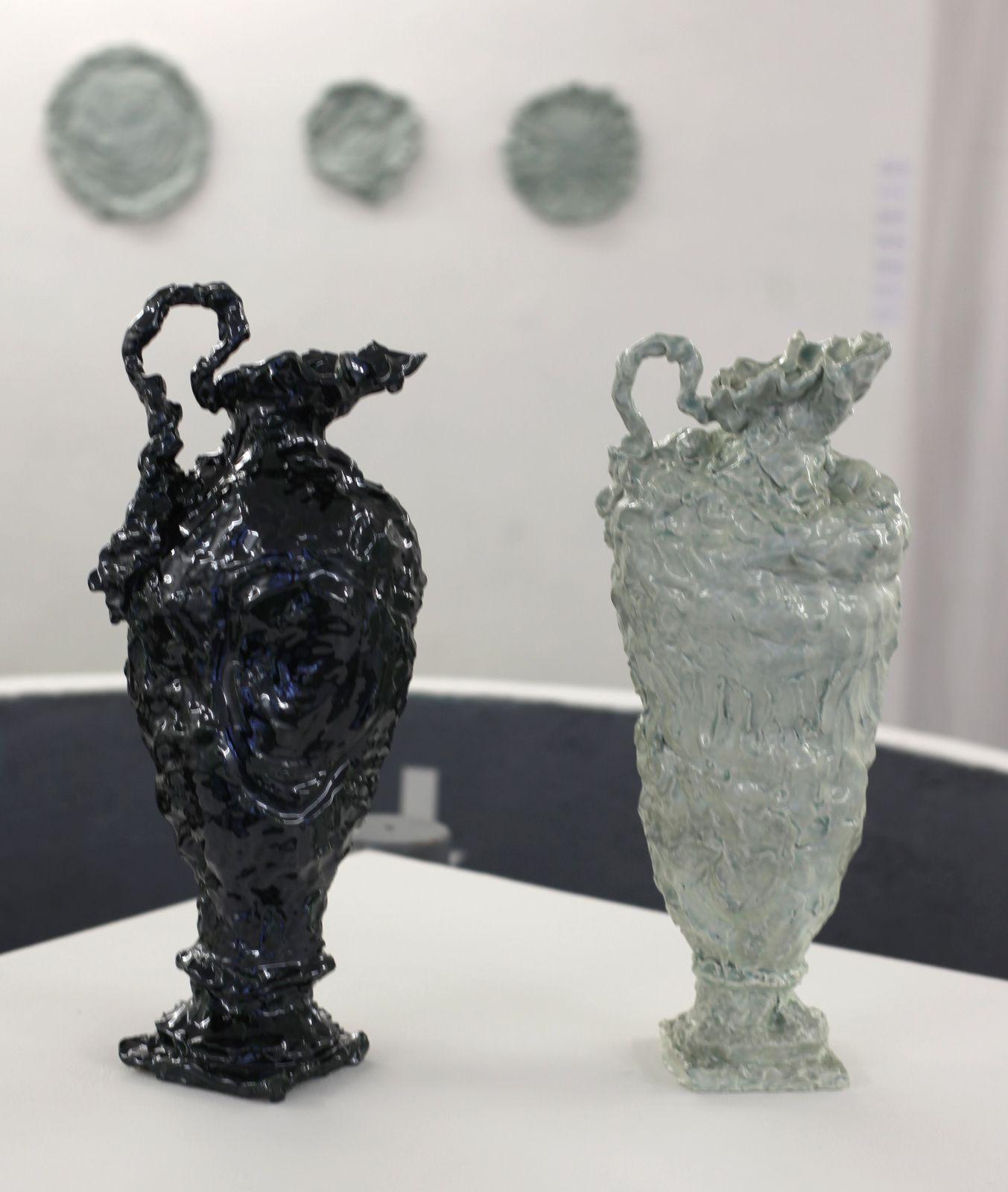 """""""Ewer-shapped vase after a Chelsea-Derby model, de 1780"""", 2016 de Jessica HARRISON - Courtesy Galerie LJ © Photo Éric Simon"""