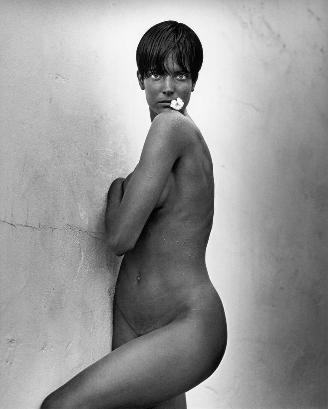 """Stephanie with the flower-Los Angeles"", 1989 de Herb RITTS  © Herb Ritts Foundation"