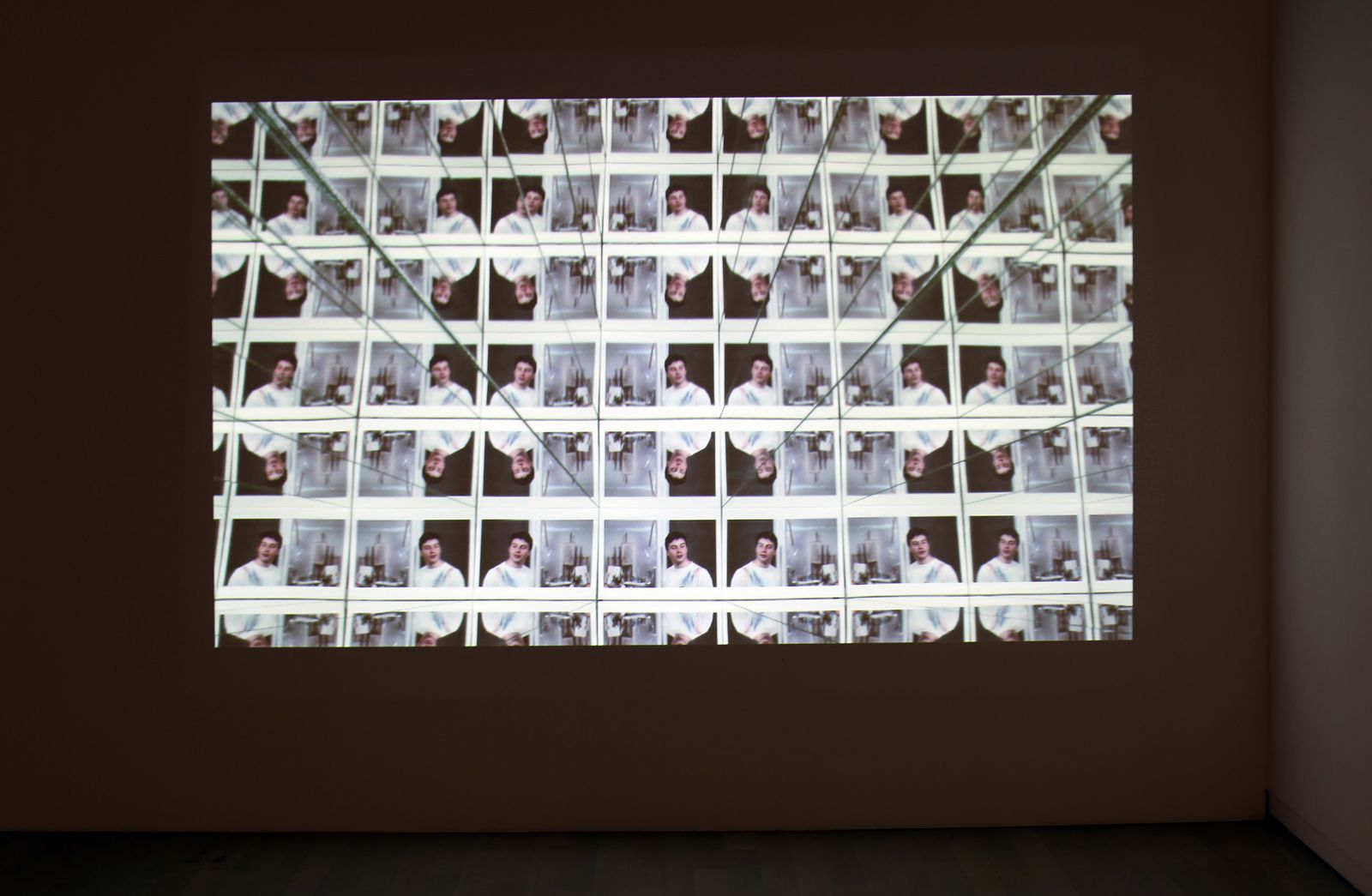 "Vidéo ""Re: wind blows up"", 2010 de Julien CREPIEUX - Courtesy Galerie Jerome POGGI © Photo Éric Simon"