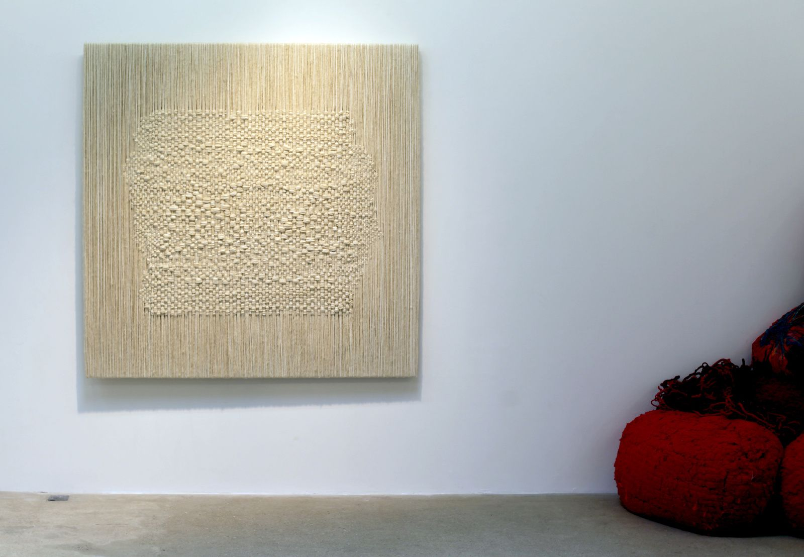 Sheila HICKS - Courtesy Galerie Franck ELBAZ © Photo Éric Simon