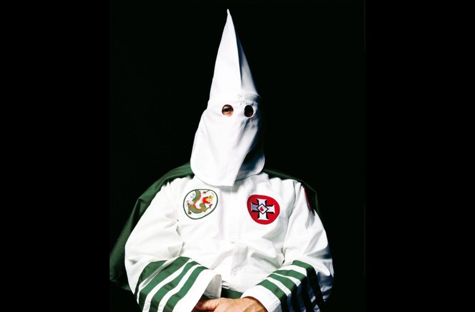 """Klansman, (Grand Dragon of Invisible Empire)"", 1999 de Andres SERRANO - Courtesy MEP"