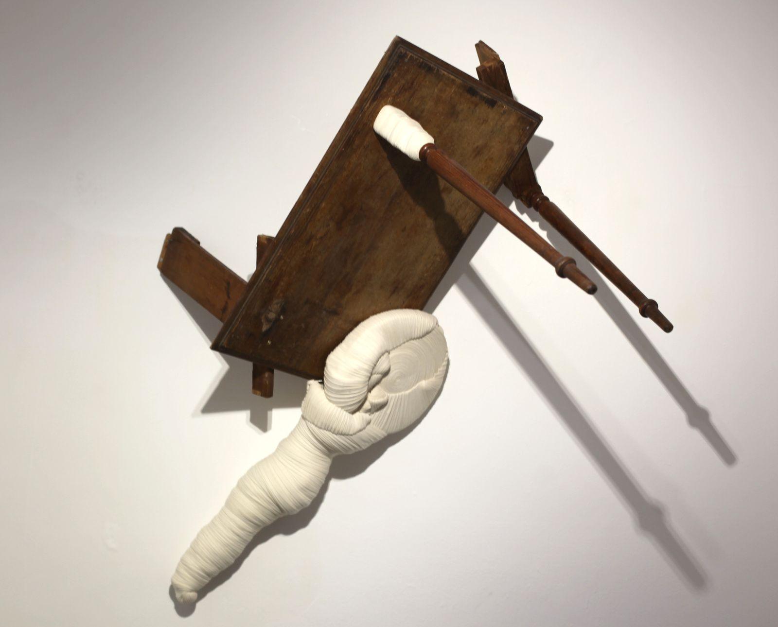 """""""Quatre mains"""", 2009-2016  de Jérémy GOBÉ - Courtesy Galerie Odile Ouizeman © Photo Éric Simon"""