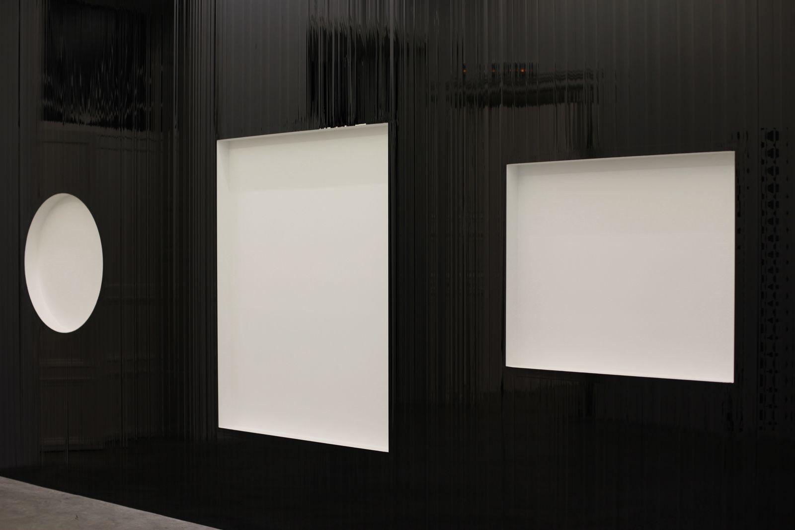 """Orphische Schatten"", 2013 de Gregor HILDEBRANDT - Courtesy Almine Rech Gallery © Photo Éric Simon"