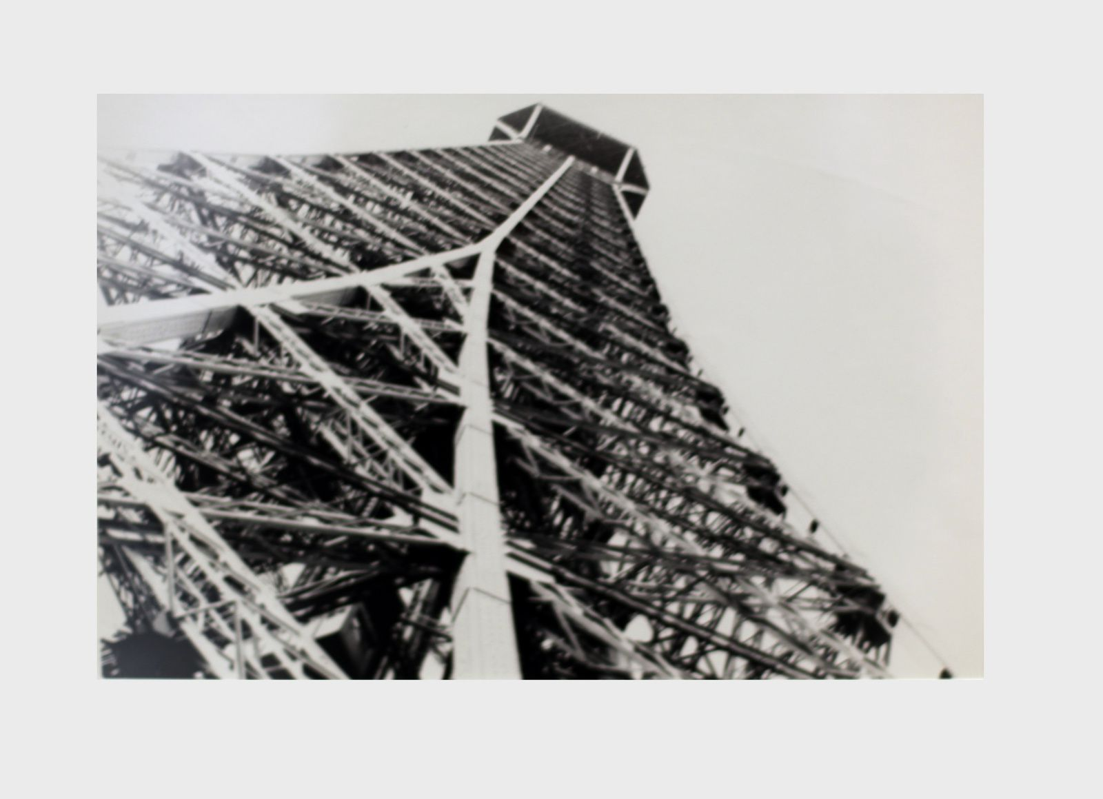 """La tour Eiffel"", 1965 de Eli LOTAR - Courtesy Centre Pompidou, Paris © Photo Éric Simon"
