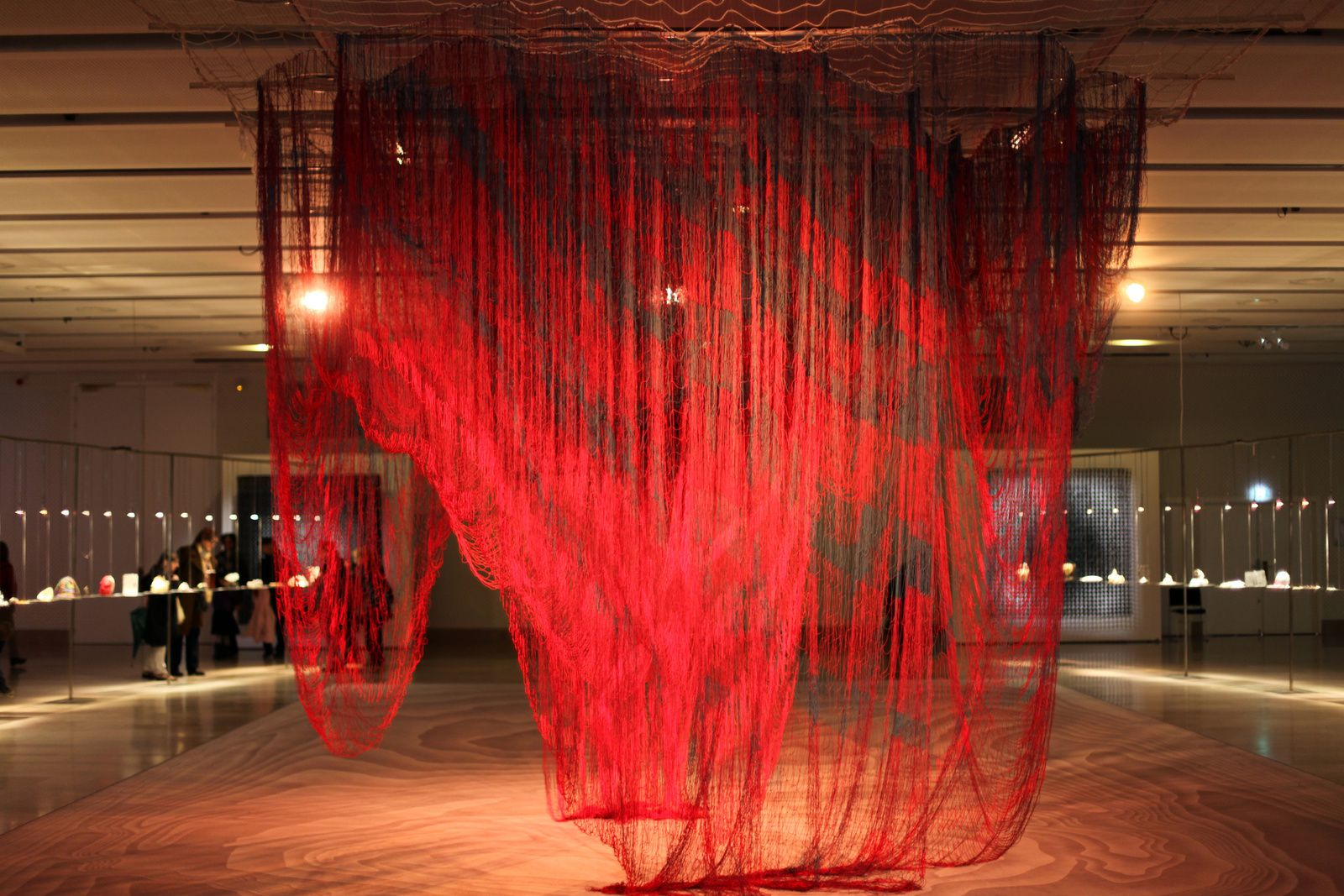 """Possible futures of a line, travelling throught space and time"" de Janet ECHELMAN - Courtesy de l'Artiste © Photo Éric Simon"