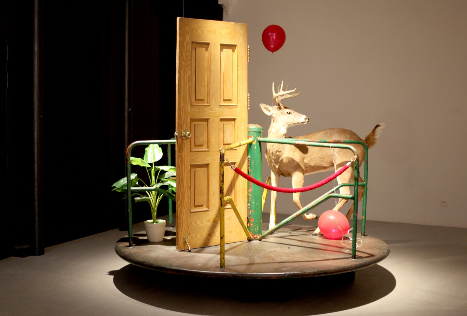 """Merry Go Round"", 2017 de MYEONGBEOM KIM - Courtesy Galerie Paris-Beijing © Photo Éric Simon"