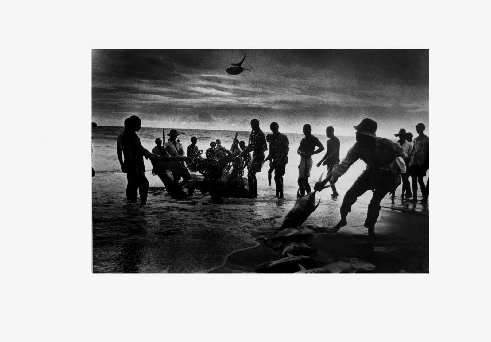 """Pêcheurs, Freetown, Sierra Leone"", 1959 de Ed VAN DER ELSKEN - Courtesy Leiden University Librairies © Photo Éric Simon"