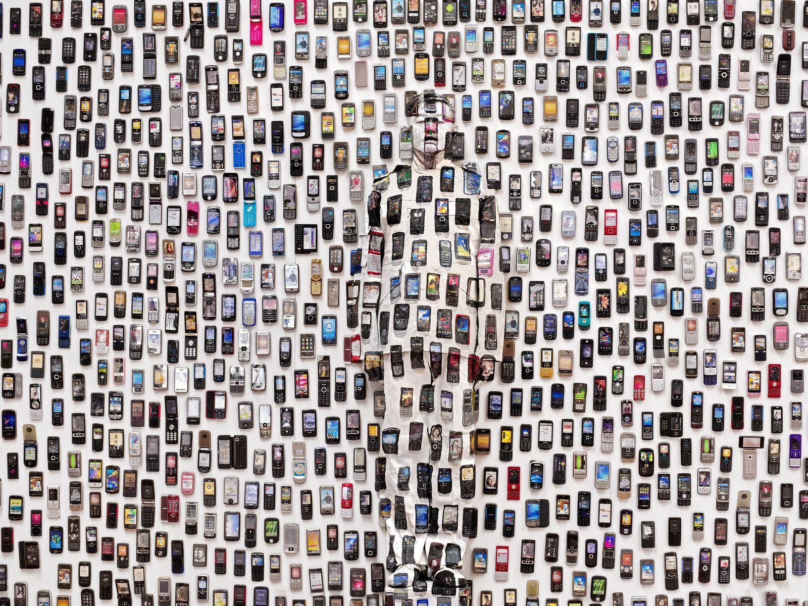 """Hiding in the City 104. Mobile Phone"", 2012 de Liu BOLIN - Courtesy de l'Artiste et Galerie Paris Beijing"