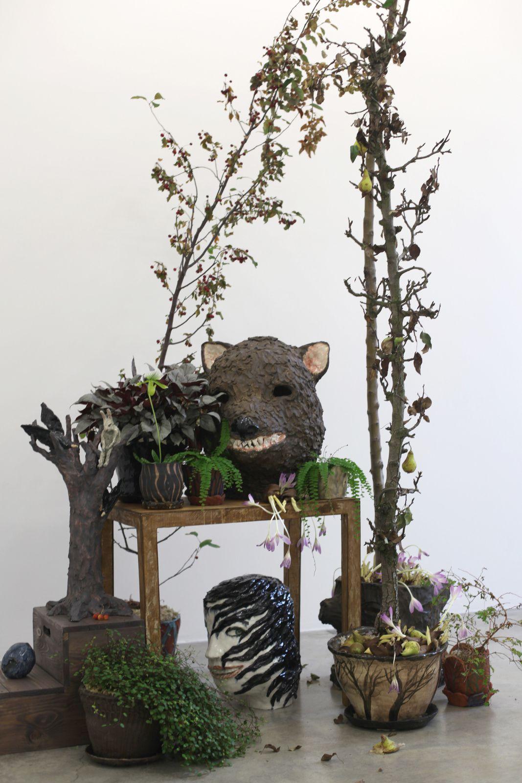 "Installation ""In the Woodland"", 2017 de Klara KRISTALOVA - Courtesy Galerie Perrotin © Photo Éric Simon"