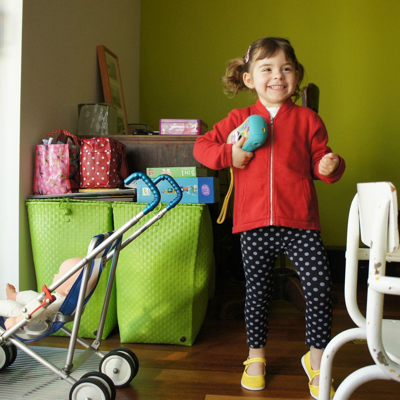 Premier cours de Babydance pour une Poule hyper motivée. Elle nous en revient le visage peinturluré aux couleurs nationales. C'est qu'un clip en l'honneur des Diables a été tourné...