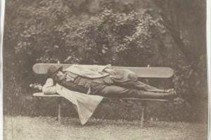 Nadar allongé sur un banc vers 1854-1860 Tournachon Adrien (1825-1903)
