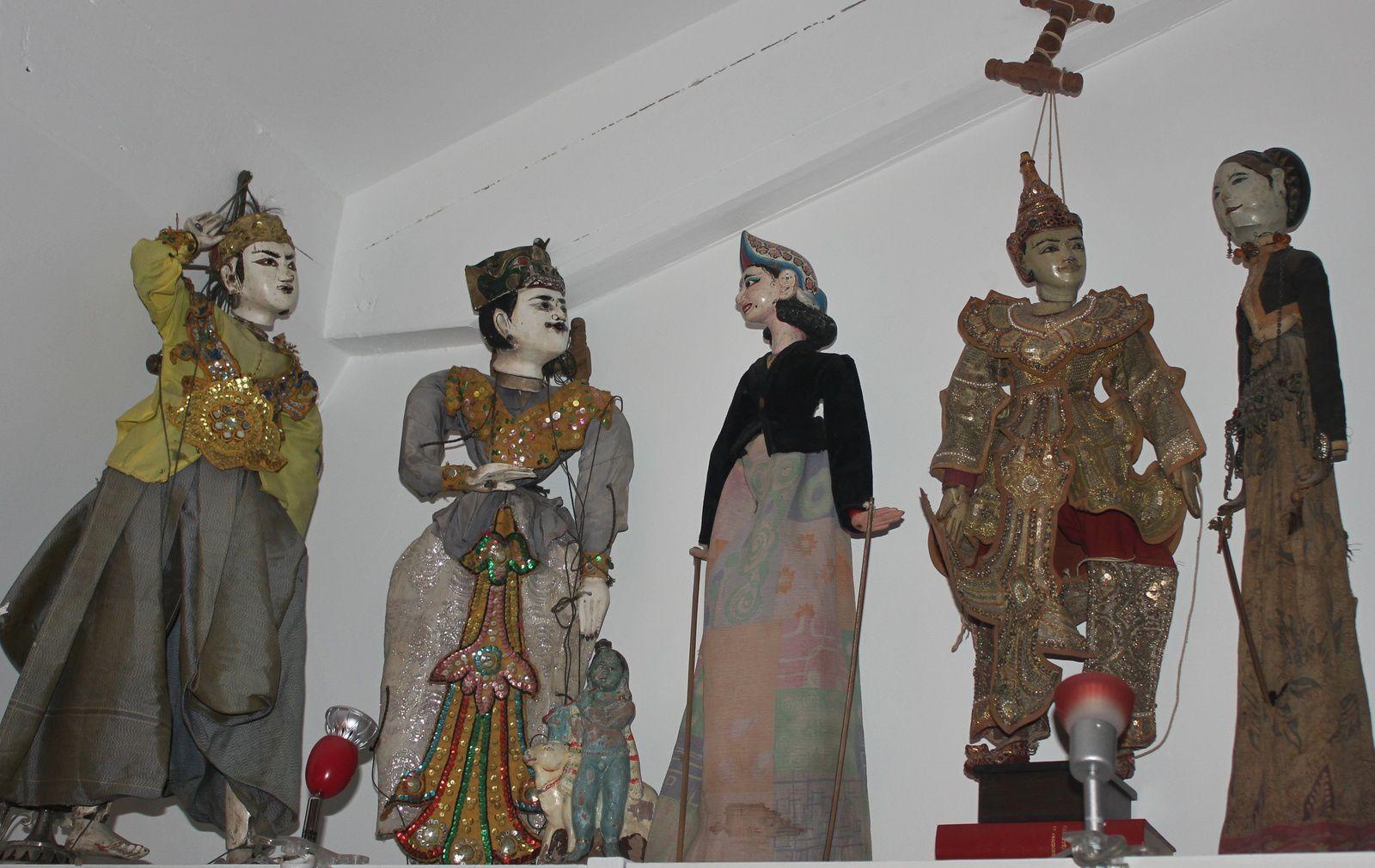 Marionnettes d'Asie immigrées à Montmartre