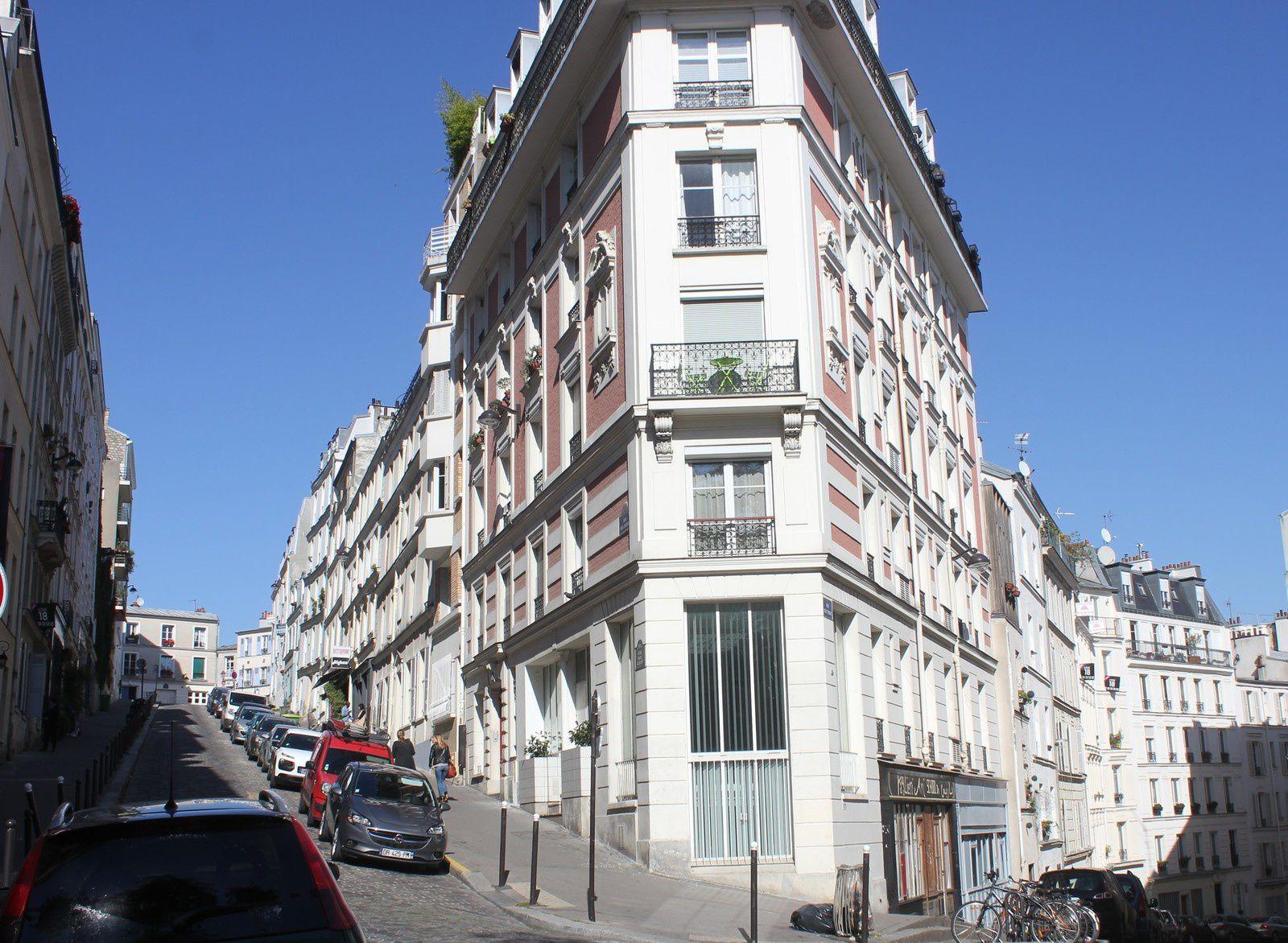 Immeuble de proue du 10 entre la rue Paul Albert et la rue Feutrier