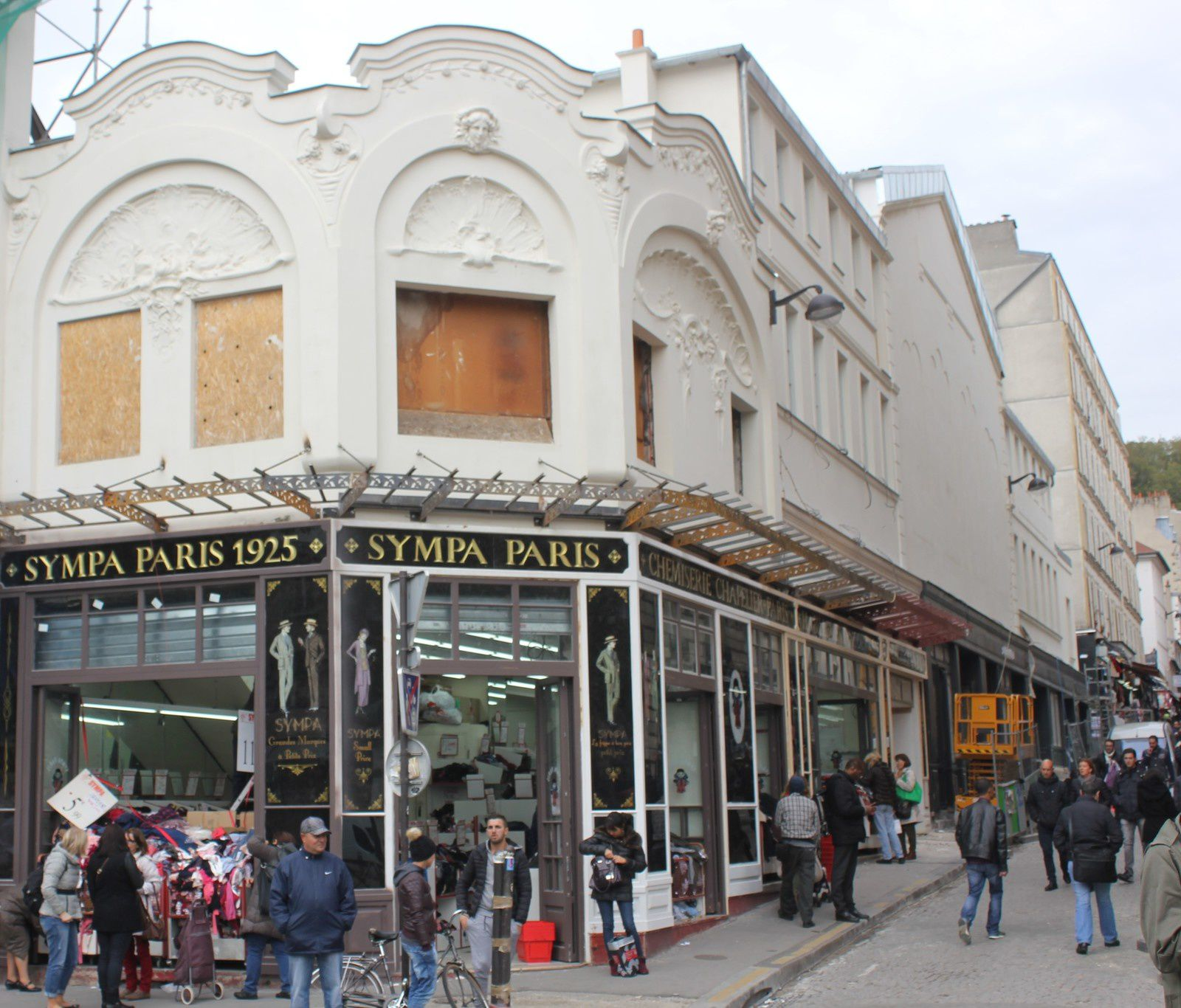 La réhabilitation de la fgriperie avec vitrine 1900! en octobre 2015