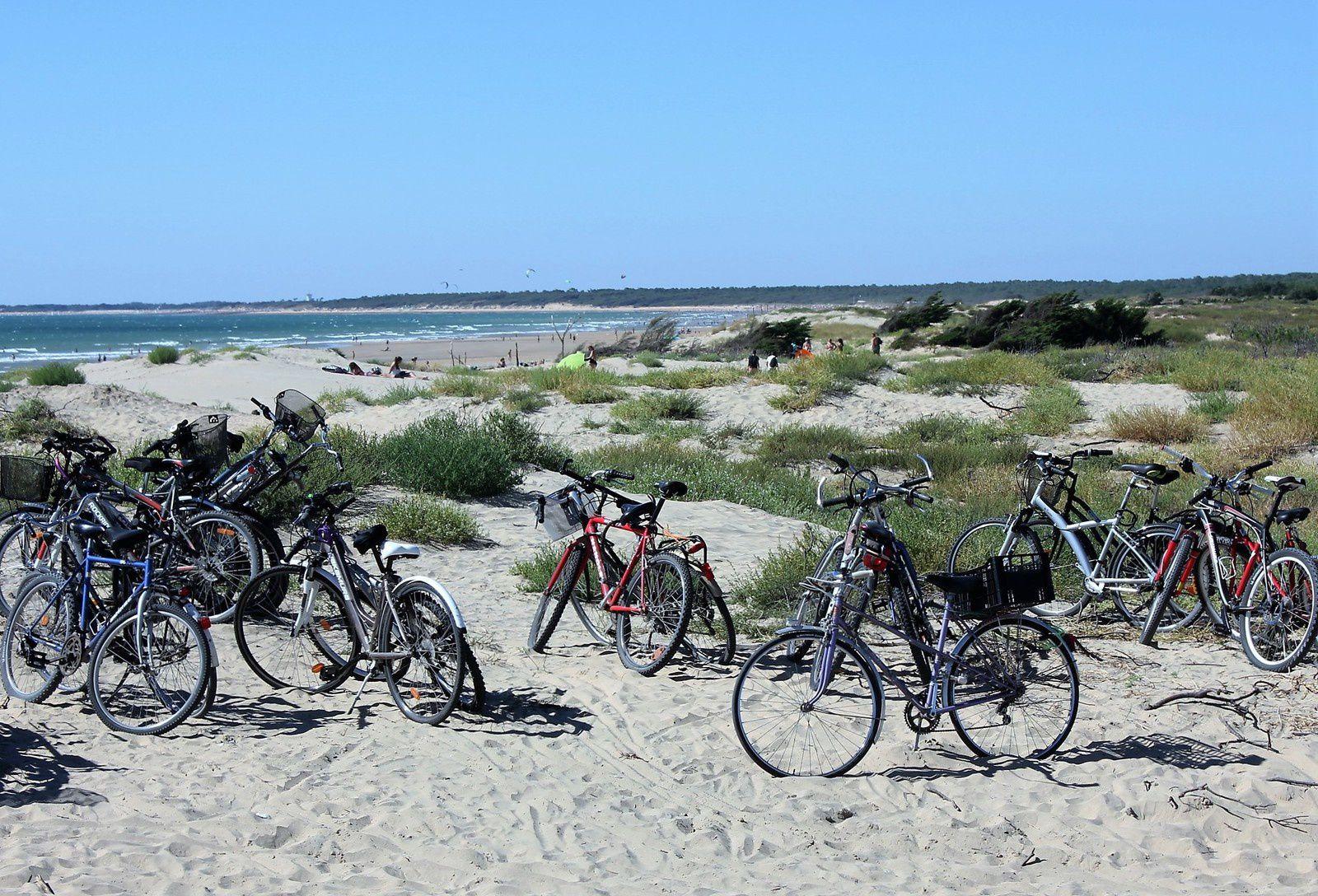 Grand-Village. Parking vélos. Oléron. La plage de la Giraudière. N'importe quoi! Coup de gueule.