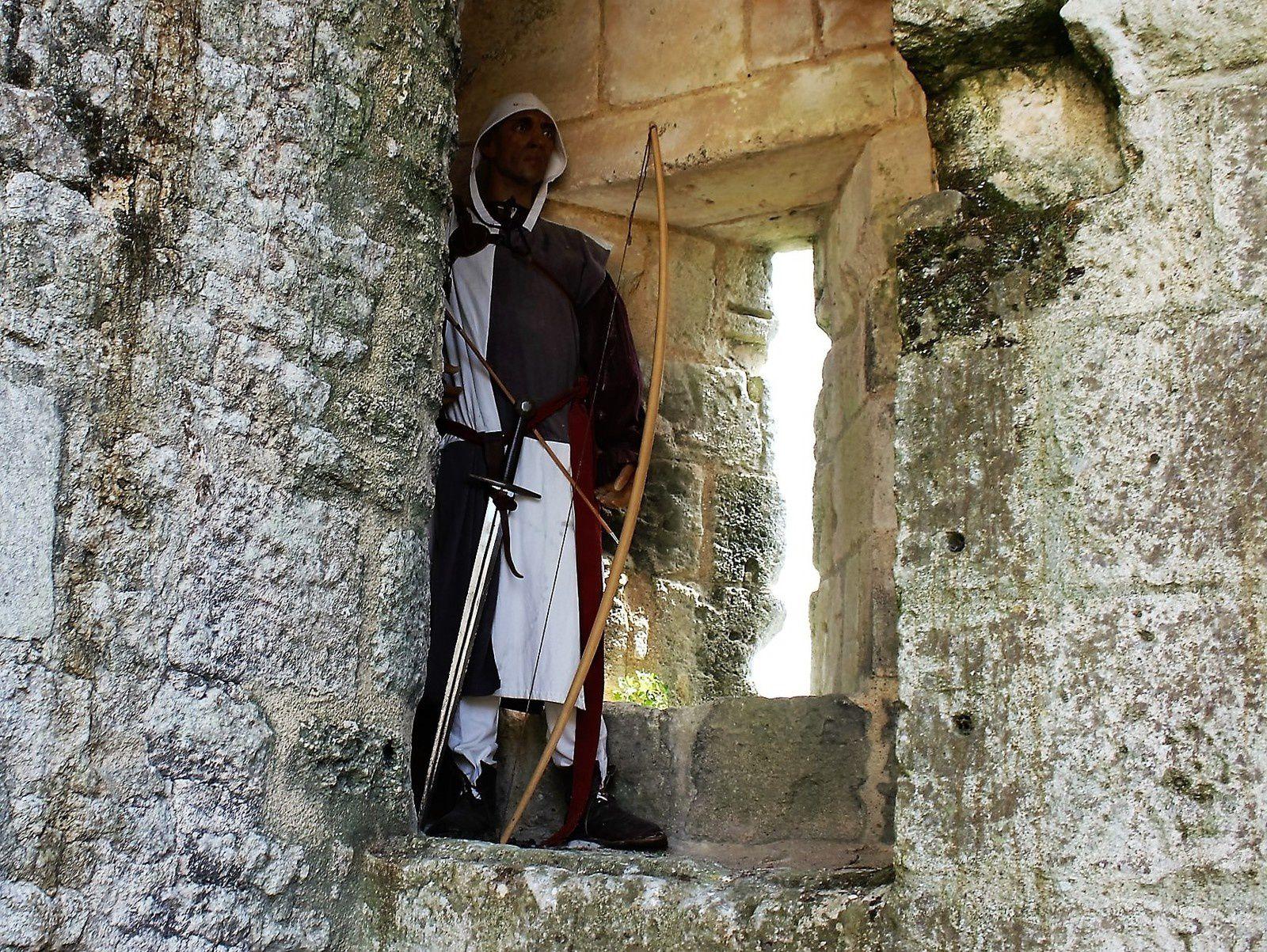 Un archer prêt à décocher ses flèches sur les Anglois....