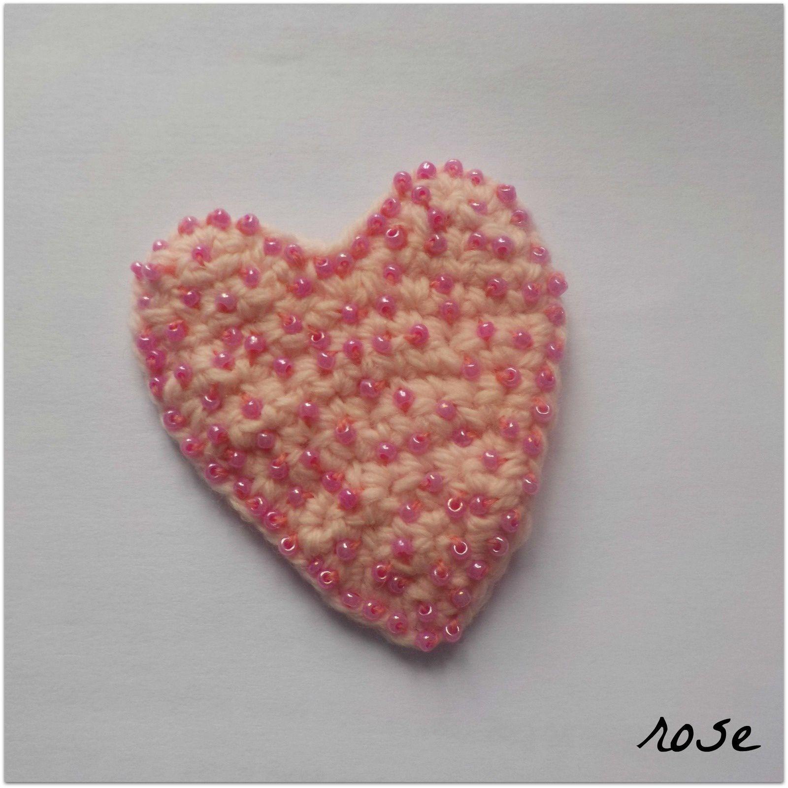 appliqué : coeur rose perlé