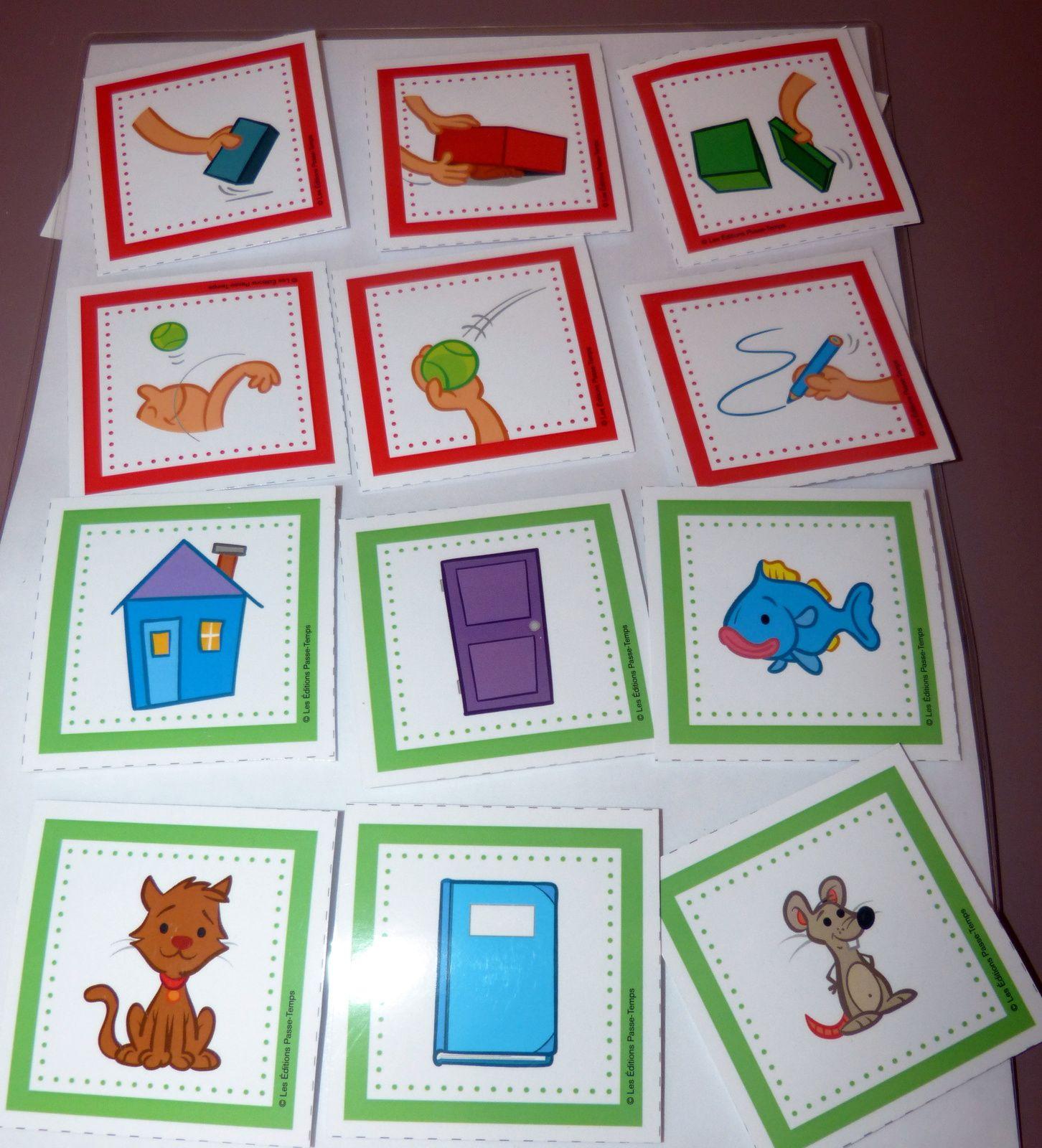 Plaquettes de cartes avec le support pour construire la phrase