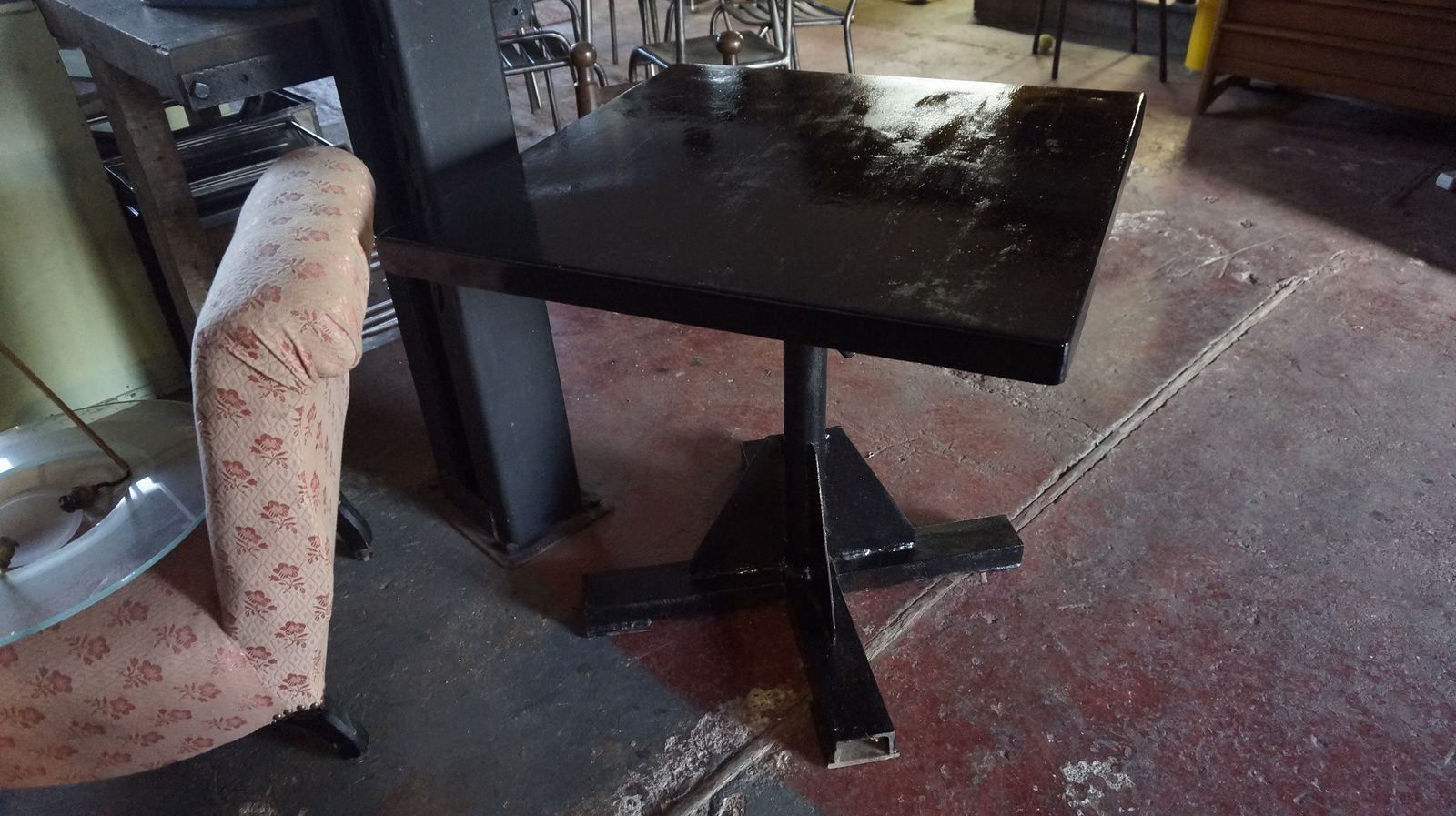 TABLE INDUSTRIELLE CARREE