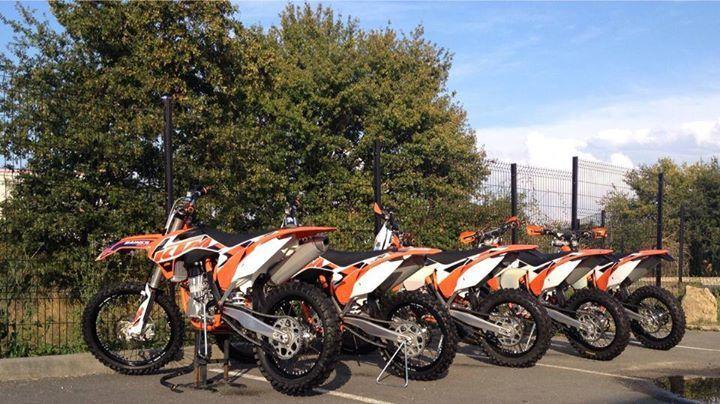 """Nos motos d'essai sont propres et prête à refaire feu ce dimanche 12 Octobre au Château Montlau pour la """" Fête des Baraganes""""."""