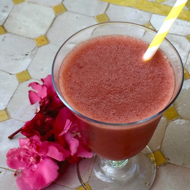 Smoothie fraise/rhubarbe (pour 1 grand verre)