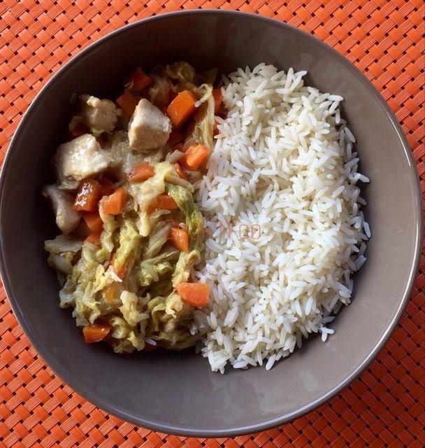 Poulet au chou chinois et aux carottes