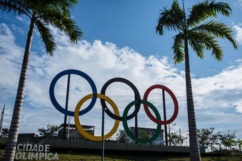"""""""Les anneaux olympiques à Rio de Janeiro"""" (© AFP)"""