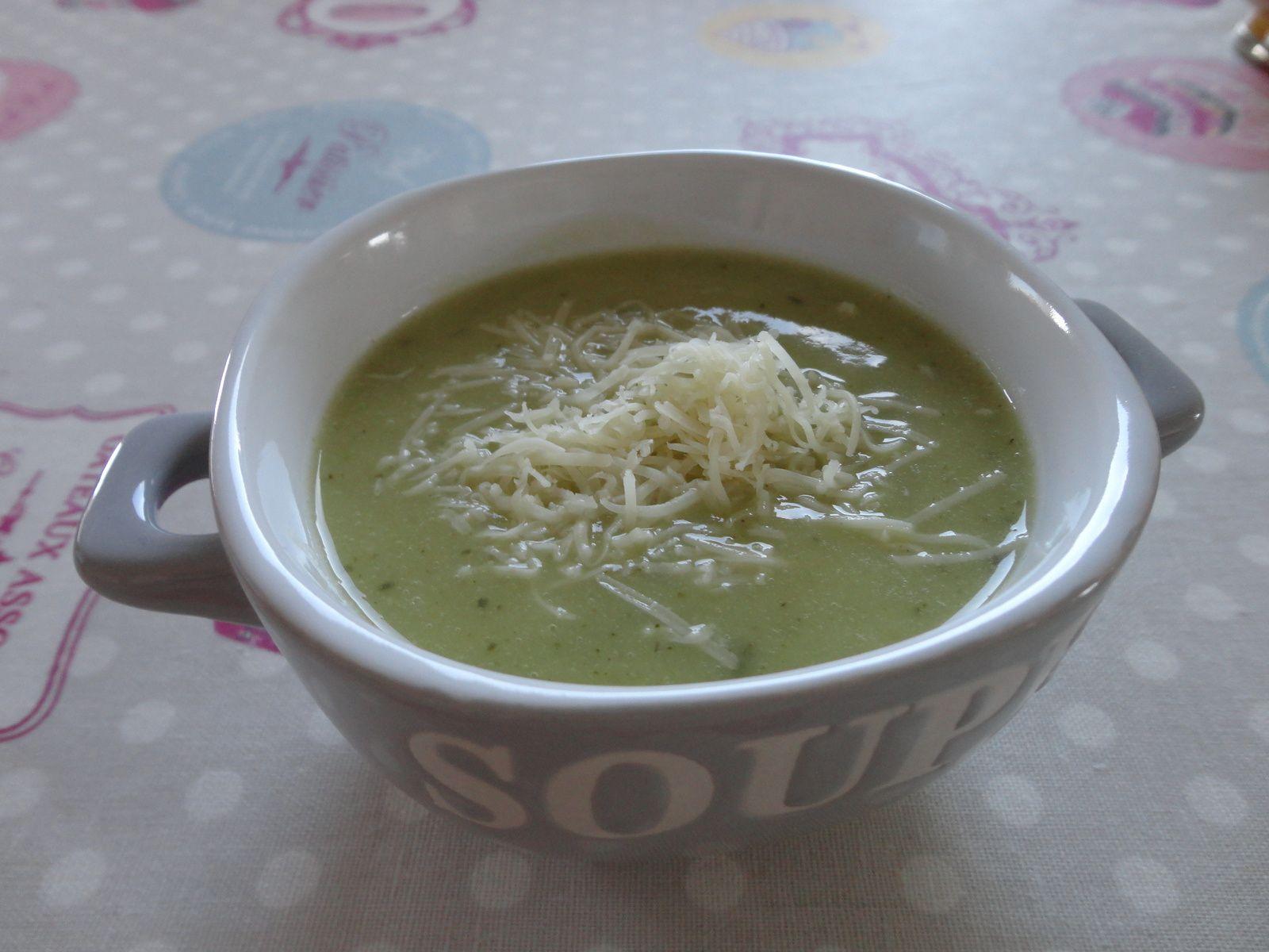 Soupe de courgettes et pommes de terre, à la vache qui rit