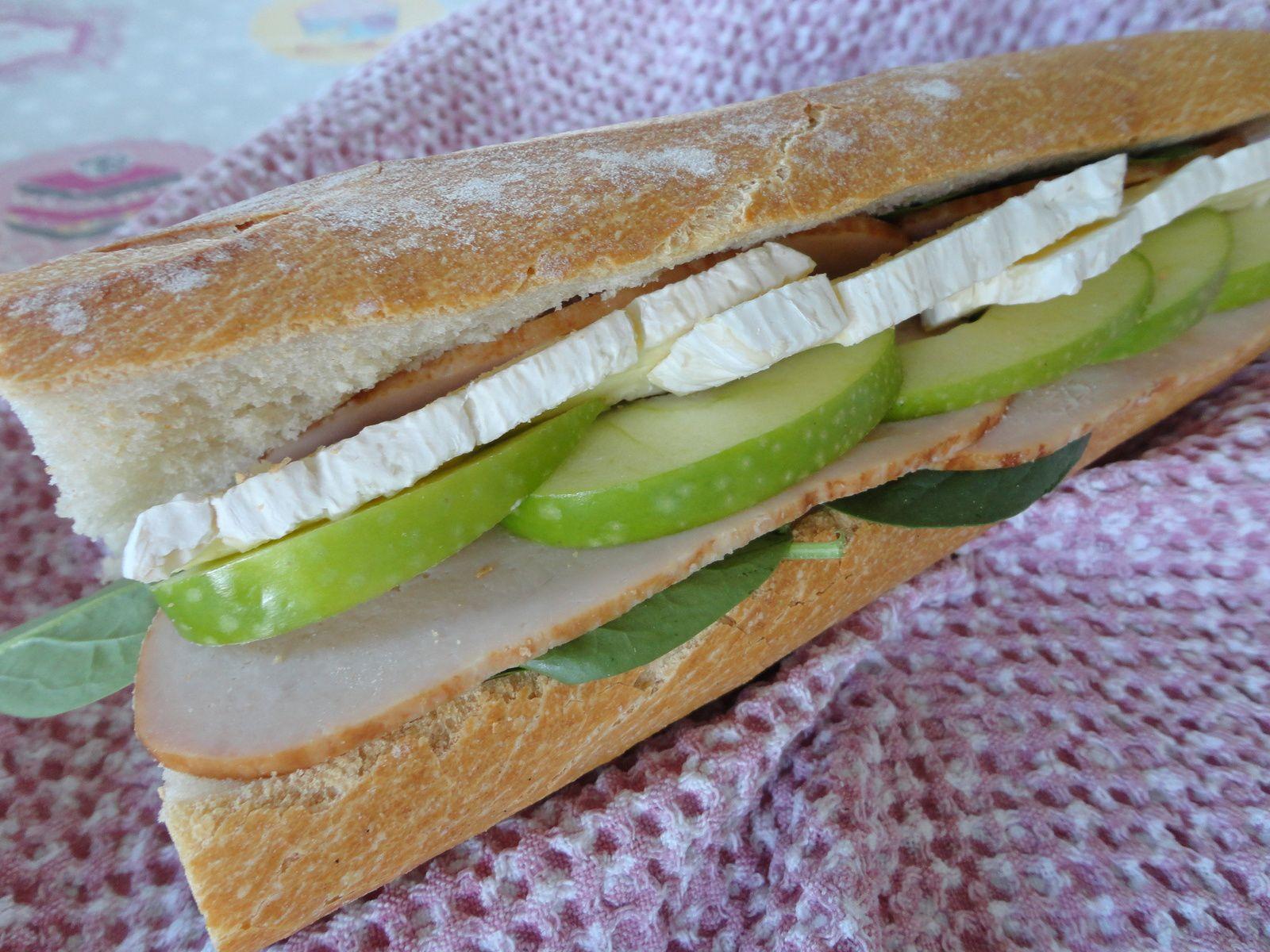 Sandwich filet de poulet, camembert, granny smith