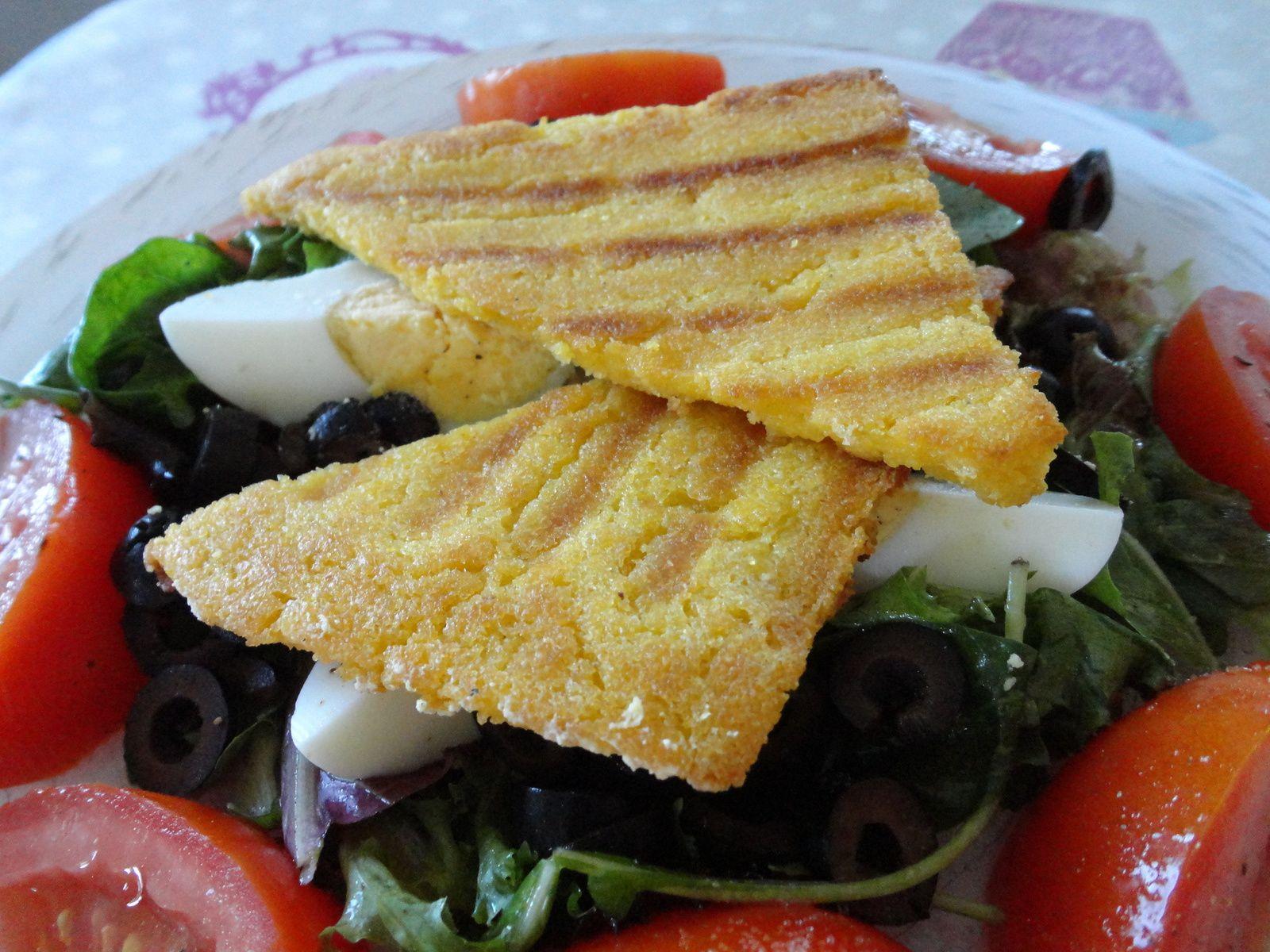 Salade et polenta croustillante