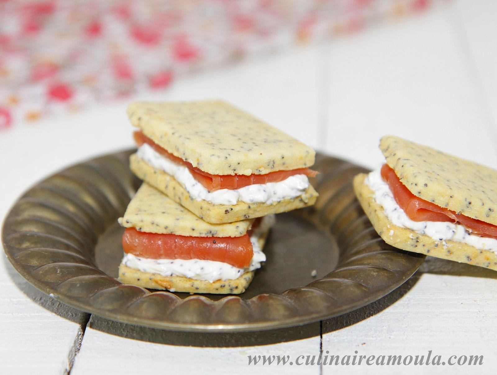 Sandwich apéritif à la crème de pavot et au saumon fumé