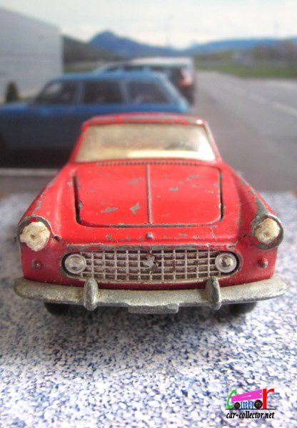 FERRARI 250 GT COUPE 2+2 DINKY TOYS MECCANO FRANCE 1/43