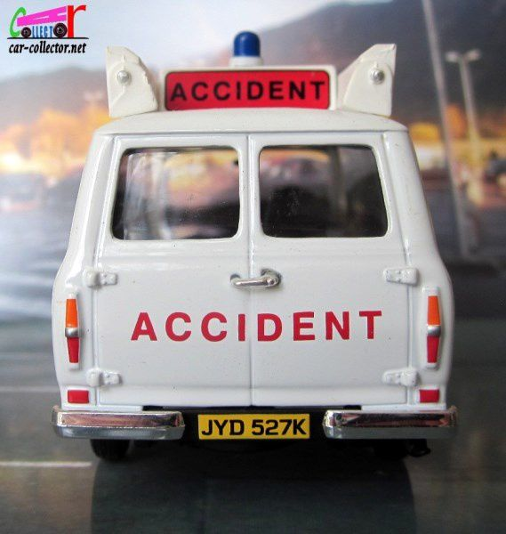 FORD TRANSIT ACCIDENT UNIT COUNTY OF AVON FIRE BRIGADE CORGI 1/43