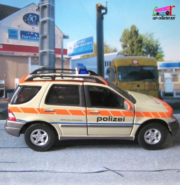 FASCICULE N°22 MERCEDES ML 320 2002 POLIZEI UNIVERSAL HOBBIES 1/43 - ML320 POLICE SUISSE