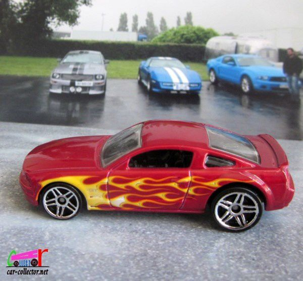 2005 FORD MUSTANG GT HOT WHEELS 1/64