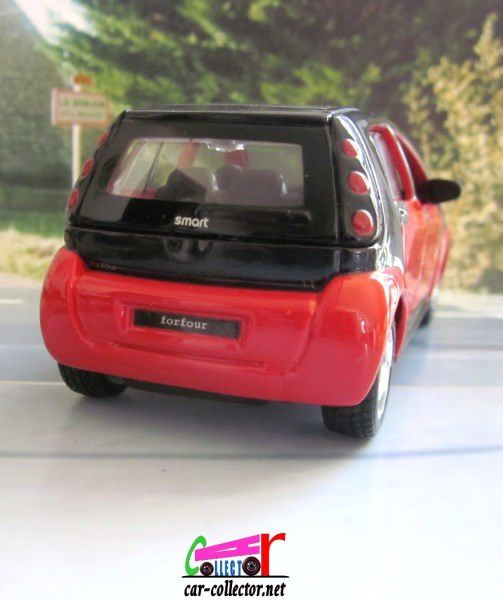 MERCEDES SMART FORFOUR PULLBACK MAISTO 1/35