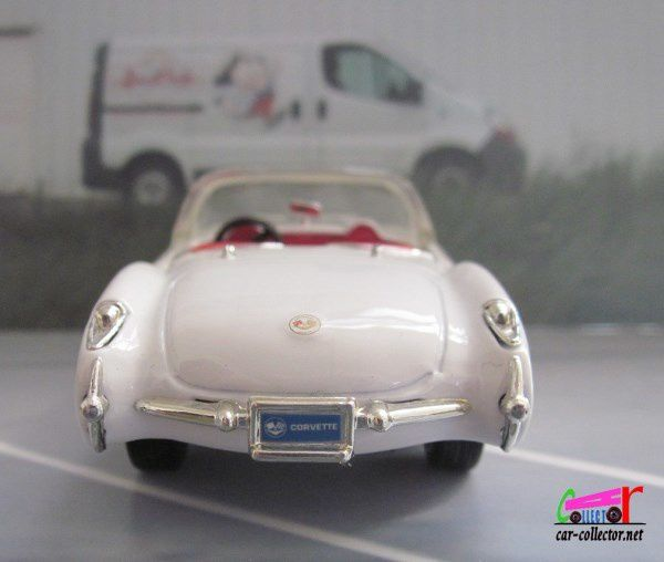 FASCICULE N°6 CHEVROLET CORVETTE CONVERTIBLE 1957 ROAD SIGNATURE 1/43