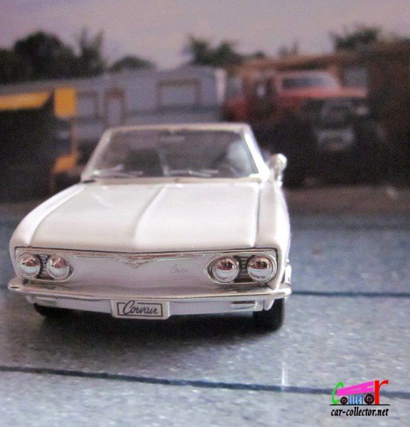 FASCICULE N°26 CHEVROLET CORVAIR MONZA CONVERTIBLE 1969 ROAD SIGNATURE 1/43