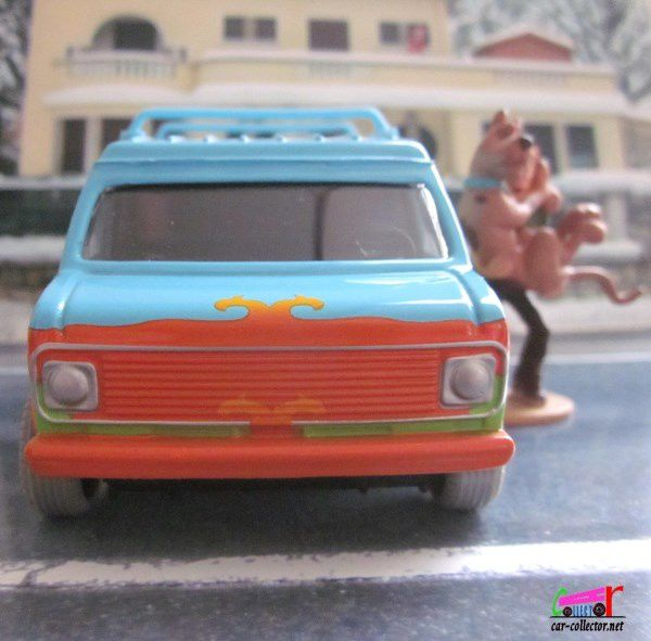 SCOOBY DOO THE MYSTERY  MACHINE CORGI 1/36