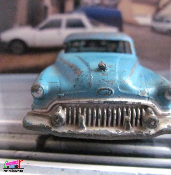 BUICK ROADMASTER DINKY TOYS 1/43