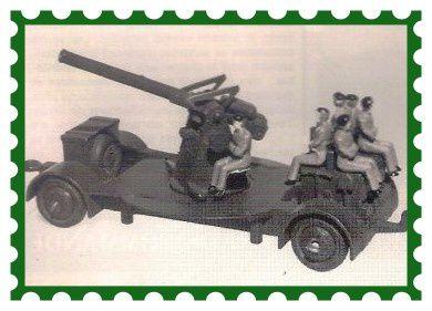 Cette photo présente un canon n°161B, sous un autre angle, doté de 5 militaires d'après guerre.