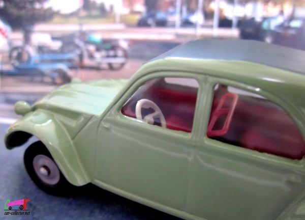 CITROEN 2CV MODELE 61 DINKY TOYS REEDITION ATLAS 1/43
