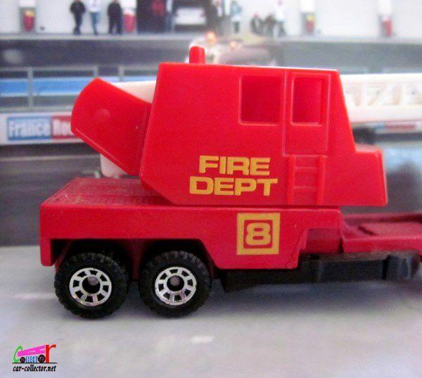 FIRE ENGINE MATCHBOX 1/80 - CAMION DE POMPIERS