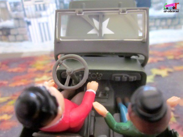 STAN LAUREL ET OLIVER HARDY JEEP WILLYS 1/32 GATE