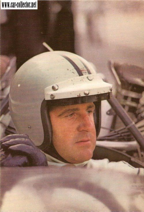 CARTE POSTALE PORTRAIT DENIS HULME PILOTE F1 1967-1968