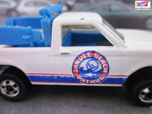 BEACH PATROL HOT WHEELS 1/64 - PATH BEATER AVEC PLANCHES DE SURF