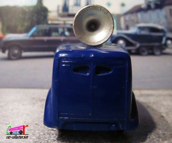 FORD DELIVERY VAN LOUD SPEAKER DINKY TOYS - FOURGON HAUT PARLEUR DINKY TOYS 1/43