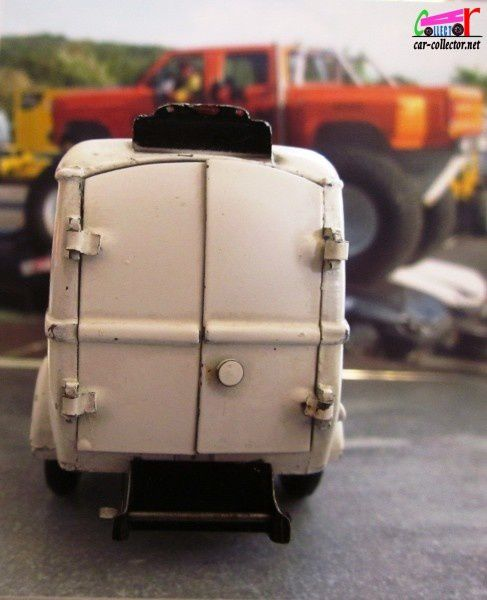 renault 1000 kg ambulance municipale cij 1 45 car. Black Bedroom Furniture Sets. Home Design Ideas
