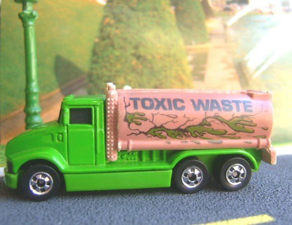 PETERBILT TANK TRUCK 1992 OU FUEL TANKER HOT WHEELS 1/64